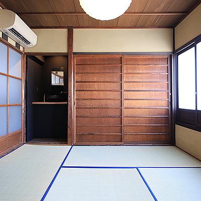 2階客室 : 北側4.5帖のお部屋です。