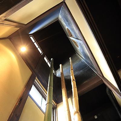 1階吹き抜け :「火袋」と呼ばれる空間です。